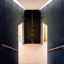 階段室の空間を仕切る扉