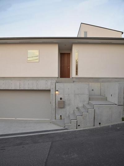 『垂水の平屋』〜中庭のあるシンプル&ナチュラルな住まい〜 (傾斜地に建つ家-外観)