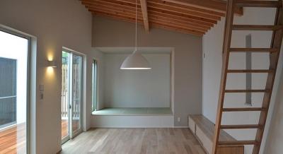 『垂水の平屋』〜中庭のあるシンプル&ナチュラルな住まい〜 (畳スペースのあるリビング)