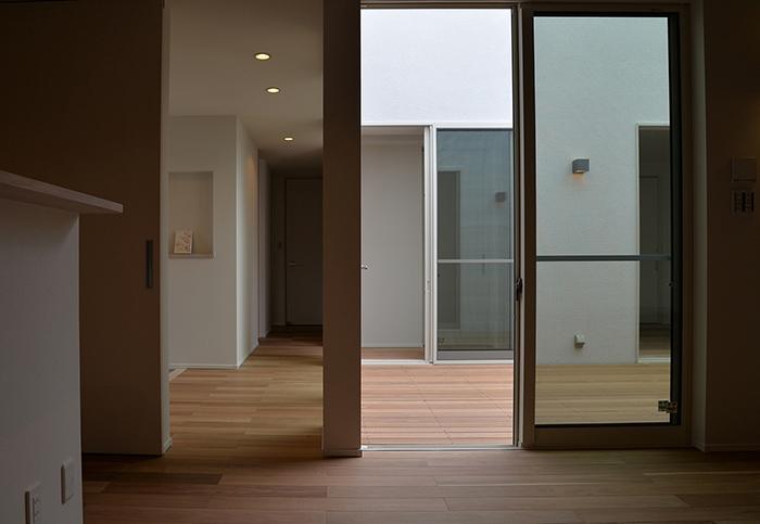 『垂水の平屋』〜中庭のあるシンプル&ナチュラルな住まい〜の部屋 中庭・廊下
