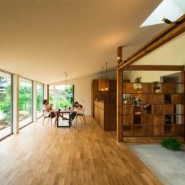 大きな一枚屋根の下で  −保田のN-House-光が差し込む大空間LDK