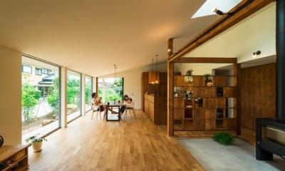 光が差し込む大空間LDK|大きな一枚屋根の下で  −保田のN-House