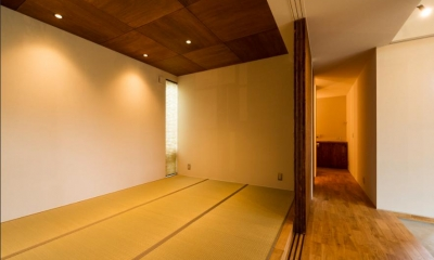 大きな一枚屋根の下で  −保田のN-House (可動間仕切りの和室)