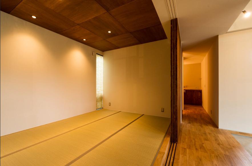 大きな一枚屋根の下で  −保田のN-Houseの部屋 可動間仕切りの和室