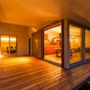 大きな一枚屋根の下で  −保田のN-Houseの写真 寛ぎ空間のテラス