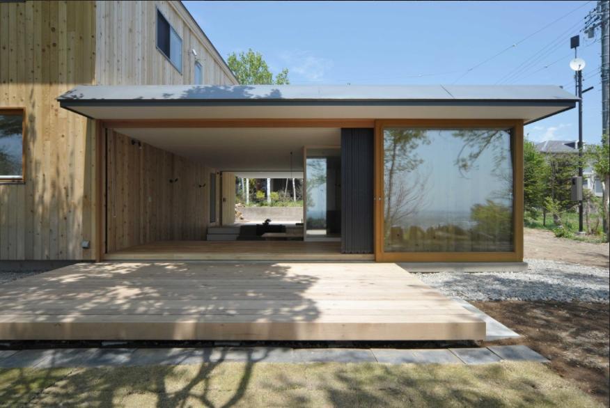 風景に住む  −小諸のK-Houseの部屋 フルオープンの開放的なテラス