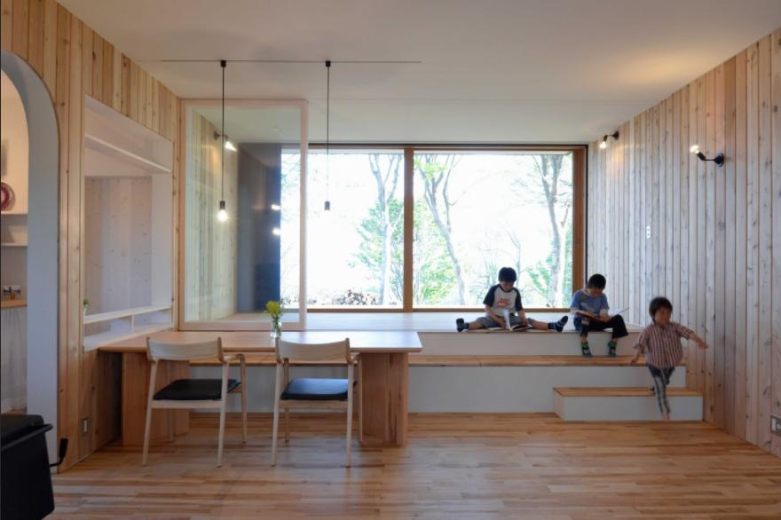 風景に住む  −小諸のK-Houseの部屋 テラスとつながるダイニング