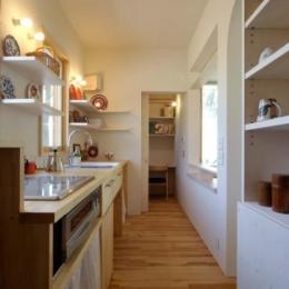 風景に住む  −小諸のK-House (カントリー調のキッチン)