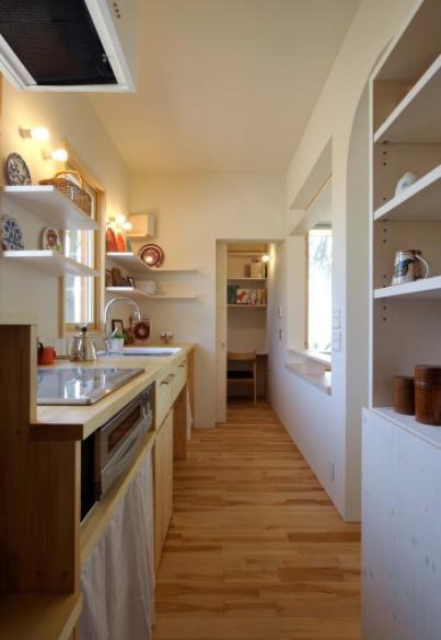 風景に住む  −小諸のK-Houseの部屋 カントリー調のキッチン