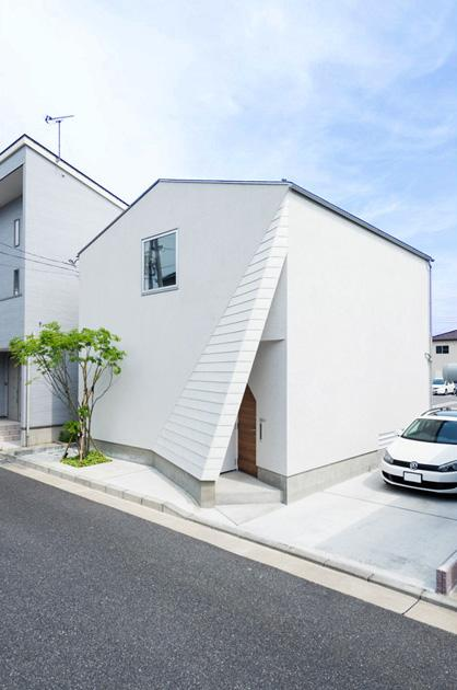 南笹口の家 〜斜め壁のある家〜 (斜めを感じる外観)