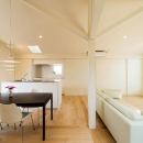 徳本賢洛の住宅事例「南笹口の家 〜斜め壁のある家〜」