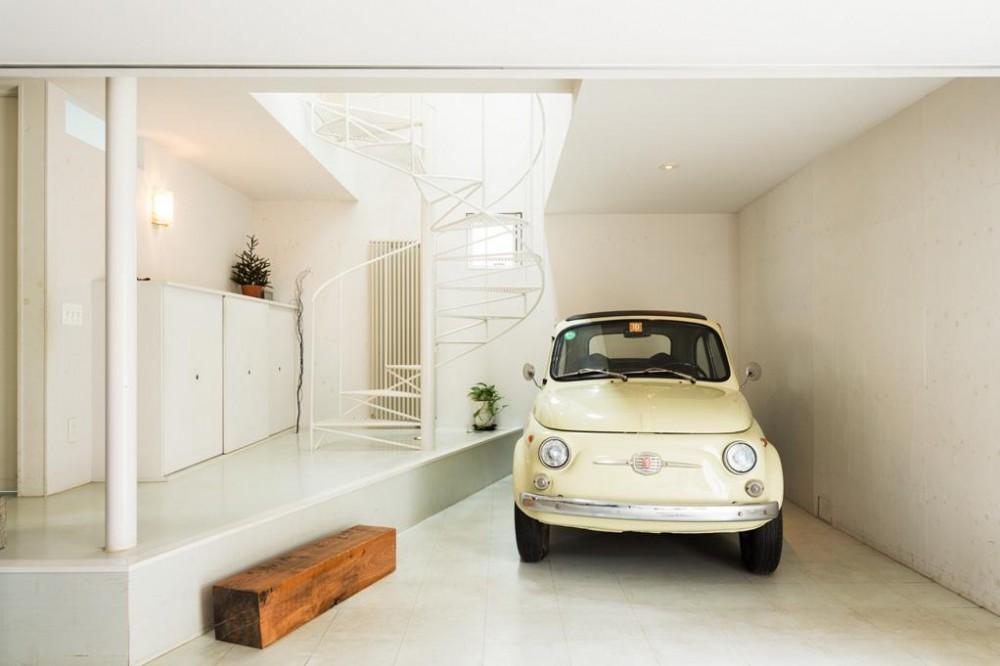 建築家:徳本賢洛「ルパン・ハウス 〜愛車をオブジェにする家〜」
