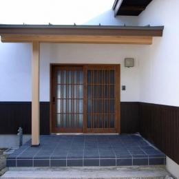 格子戸の和風玄関