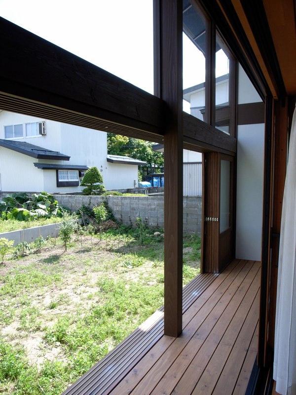『横手の家』〜自然素材たっぷりの和風住宅〜の写真 心安らぐ開放的な縁側