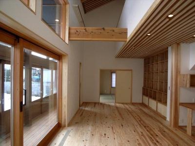 自然素材の明るいリビング (『横手の家』〜自然素材たっぷりの和風住宅〜)
