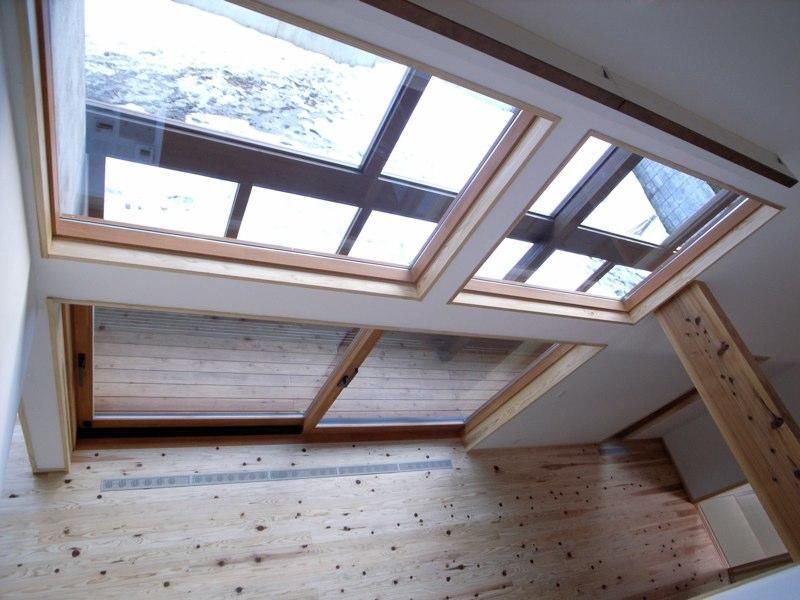『横手の家』〜自然素材たっぷりの和風住宅〜の写真 吹き抜け上部より縁側を見下ろす