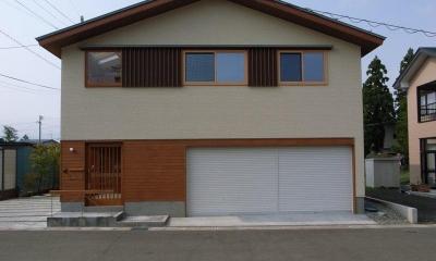 『上町の家』〜格子戸で囲まれた温かな住まい〜 (木格子で囲まれた家-東側外観)