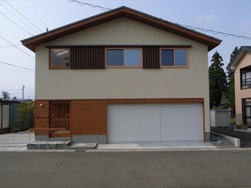 『上町の家』〜格子戸で囲まれた温かな住まい〜の部屋 木格子で囲まれた家-東側外観