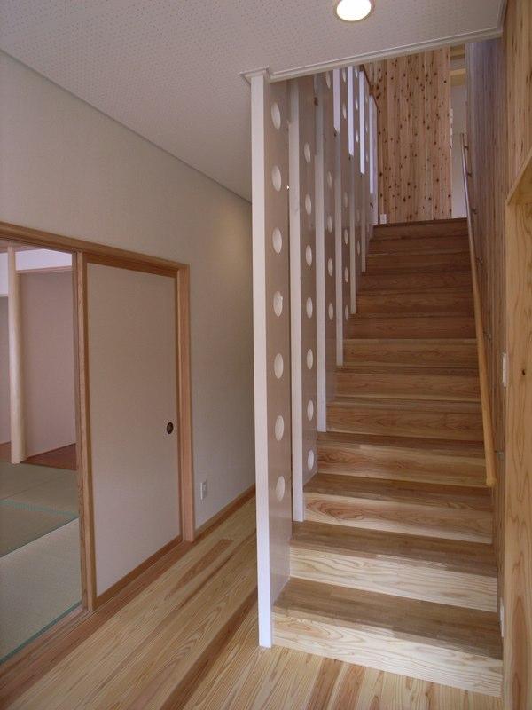 『上町の家』〜格子戸で囲まれた温かな住まい〜の部屋 木製階段