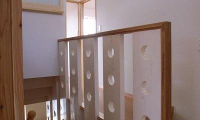 『上町の家』〜格子戸で囲まれた温かな住まい〜 (個性的な2階階段手すり)