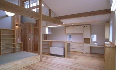 『上町の家』〜格子戸で囲まれた温かな住まい〜 (梁を活かした明るいLDK-2)