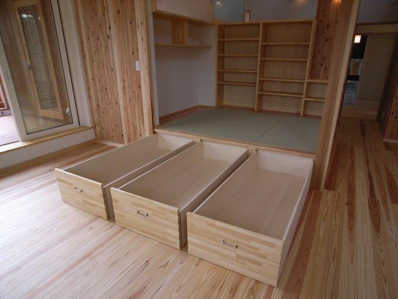 『上町の家』〜格子戸で囲まれた温かな住まい〜の部屋 大容量の畳下収納