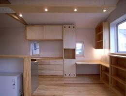 『上町の家』〜格子戸で囲まれた温かな住まい〜 (収納たっぷりなキッチン)