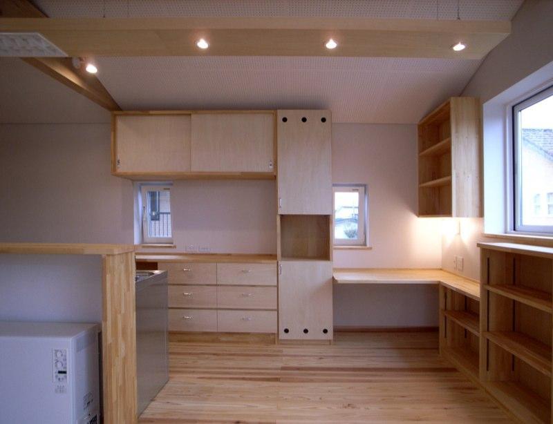 『上町の家』〜格子戸で囲まれた温かな住まい〜の部屋 収納たっぷりなキッチン