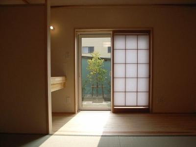 1階客間の和室 (『上町の家』〜格子戸で囲まれた温かな住まい〜)