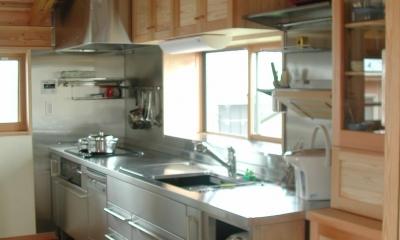 シニア世代の木の家 (キッチン 収納)