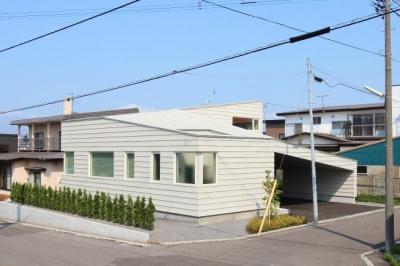 『wing』〜翼のような曲線屋根の家〜 (翼のような曲線屋根の外観)