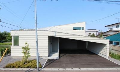 翼のような曲線屋根の家-正面外観|『wing』〜翼のような曲線屋根の家〜