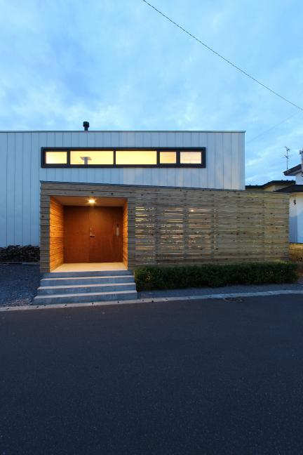 『hoshizora』〜ヒカリとアカリが楽しめる家〜の部屋 シンプルな外観-夕景