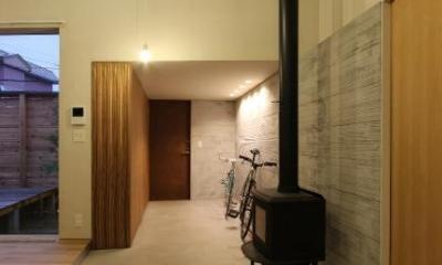 薪ストーブのある広々玄関土間|『hoshizora』〜ヒカリとアカリが楽しめる家〜