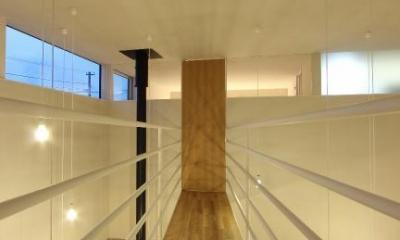 橋のような廊下・星のような照明|『hoshizora』〜ヒカリとアカリが楽しめる家〜