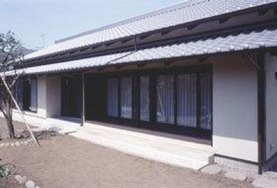いぶし瓦と土壁色の和風住宅外観-2 (『富士宮の家』〜箱階段のある家〜)