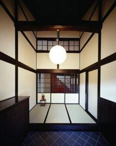 吹き抜けの和風玄関 (『富士宮の家』〜箱階段のある家〜)