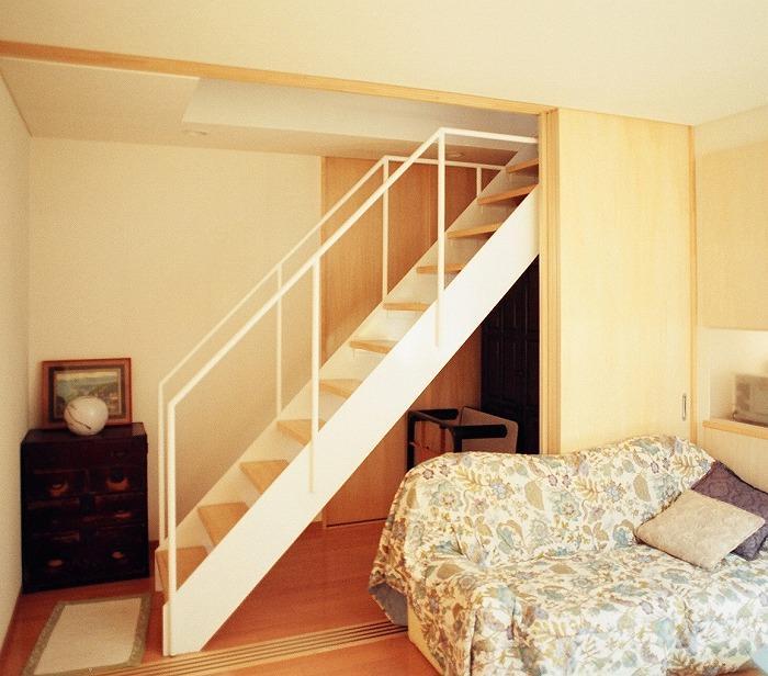 『work/YOH』〜リノベーションで人の集まる住まいへ〜の部屋 階段・リビング