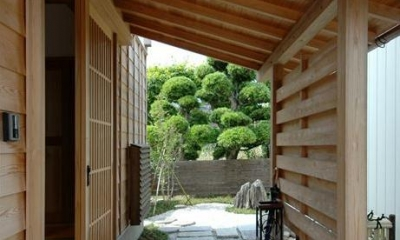 『光陰の家』〜自然素材にこだわった和モダンの家〜 (広々玄関ポーチ)