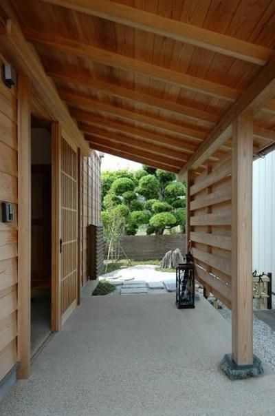 広々玄関ポーチ (『光陰の家』〜自然素材にこだわった和モダンの家〜)