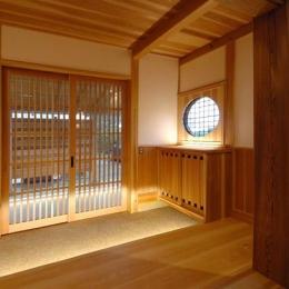 『光陰の家』〜自然素材にこだわった和モダンの家〜 (木に包まれる和風玄関-1)