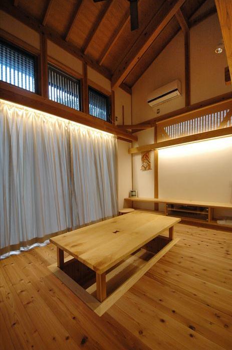 『光陰の家』〜自然素材にこだわった和モダンの家〜 (掘りごたつのあるリビング)