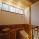 木の温もり感じるトイレ