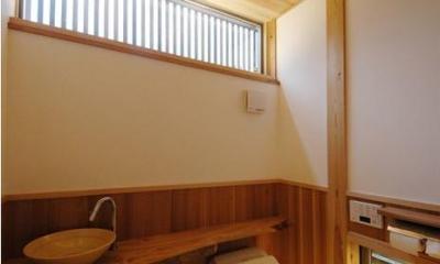 『光陰の家』〜自然素材にこだわった和モダンの家〜 (木の温もり感じるトイレ)
