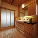 木の温もり感じる開放的な洗面所