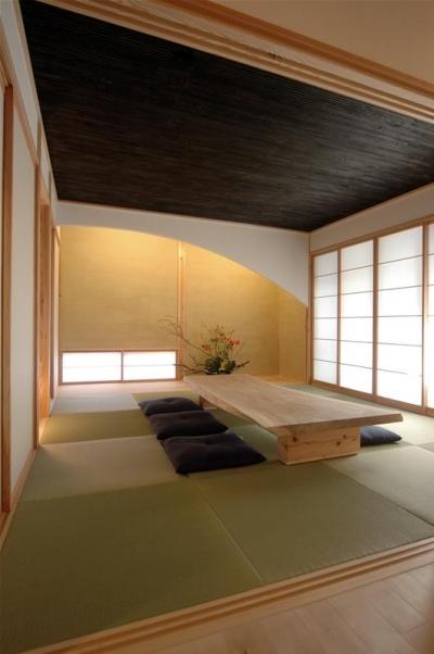 1階客間の和室 (狭小土地に建つ自然素材で造る2世帯住宅)