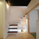 階段と地窓