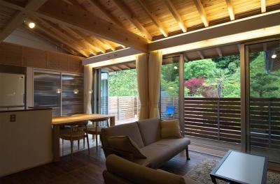 子世帯・自然素材LDK (狭小土地に建つ自然素材で造る2世帯住宅)