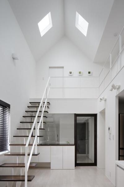 光が吹き抜ける白い家 (ダイニング・キッチン)