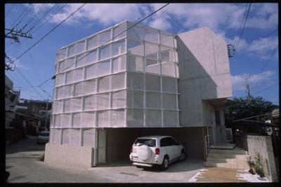 沖縄敵スクリーンハウス (外観写真)